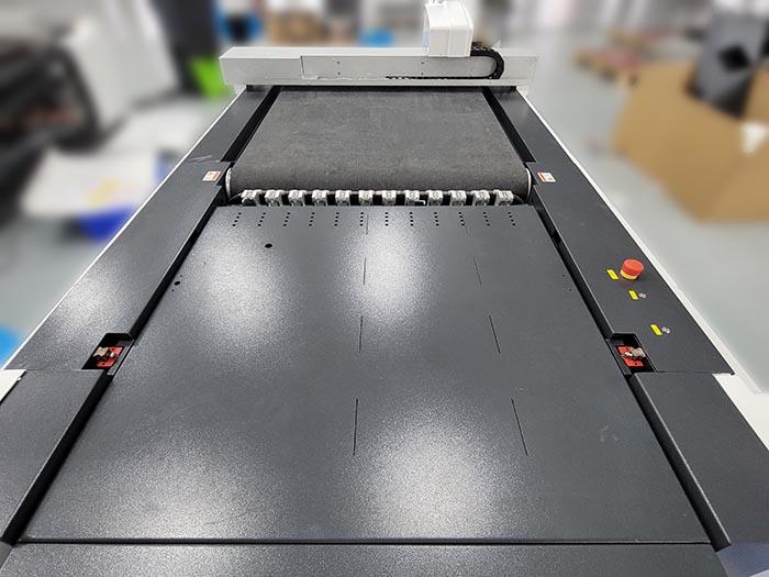 IECHO最新型マシンPK1209-より大きな切断面積、より良い切断効果
